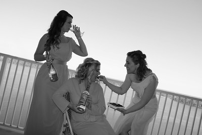 BRIDE AND GIRLS GETTING READY  (56)