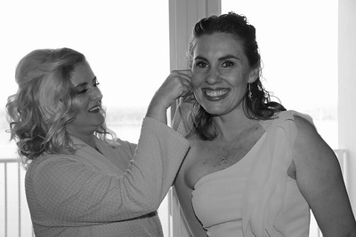 BRIDE AND GIRLS GETTING READY  (32)