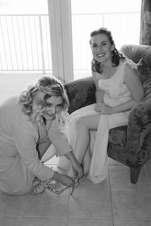 BRIDE AND GIRLS GETTING READY  (40)
