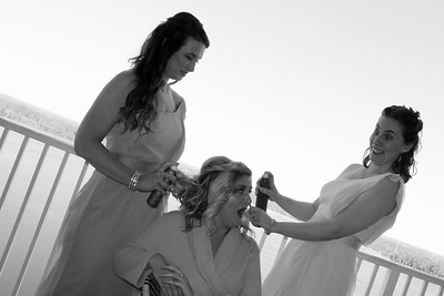 BRIDE AND GIRLS GETTING READY  (54)
