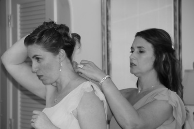 BRIDE AND GIRLS GETTING READY  (20)