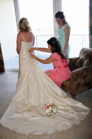 BRIDE AND GIRLS GETTING READY  (79)
