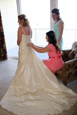 BRIDE AND GIRLS GETTING READY  (75)