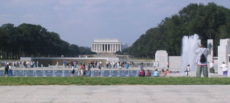 WWII and Lincoln Memorials