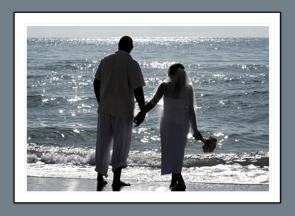 Desi & Thomas Beach 28_frame