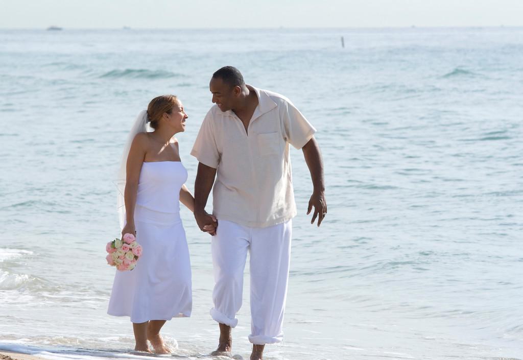 Desi & Thomas Beach 11
