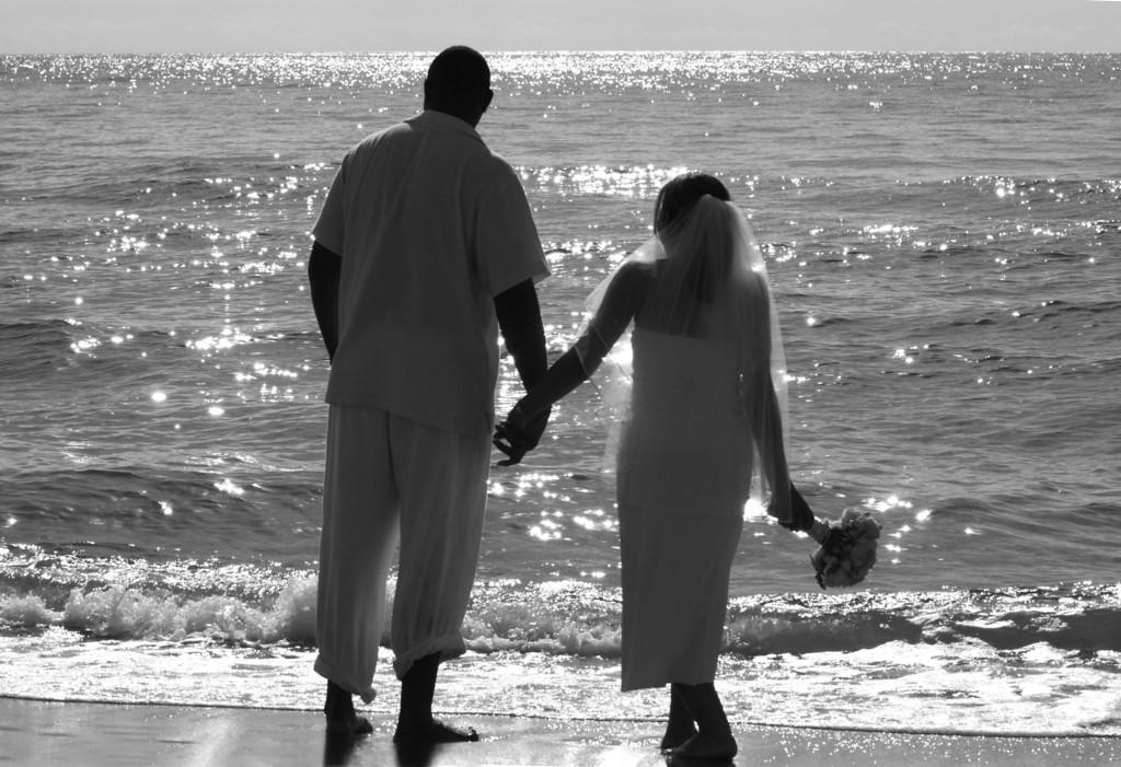 Desi & Thomas Beach 28_BW