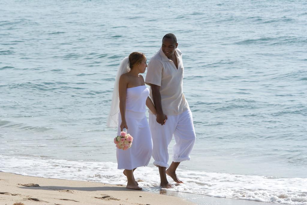Desi & Thomas Beach 04