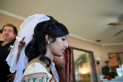 Divya&Erik_GettingReady-11