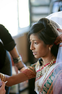 Divya&Erik_GettingReady-37