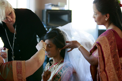 Divya&Erik_GettingReady-44