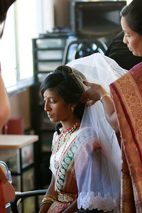 Divya&Erik_GettingReady-39