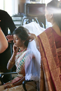 Divya&Erik_GettingReady-40