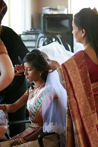 Divya&Erik_GettingReady-41