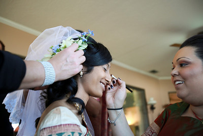 Divya&Erik_GettingReady-12
