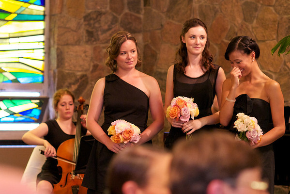 Pretty bridesmaids and cellist