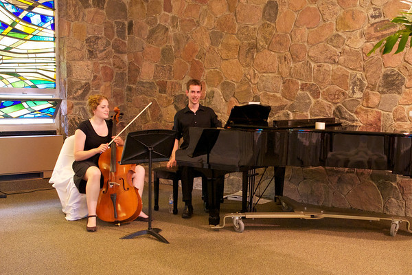 Cellist and pianist