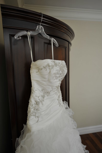 I bought my wedding dress one day before going to Argentina. It was the first place I went, and the first dress I tried on. Isnt it amazing? It like if it was waiting for me to come in and choose it...<br /> ~Eva~