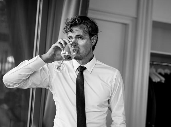 pausing -  the groom´s speech - wedding photojournalism Berlin