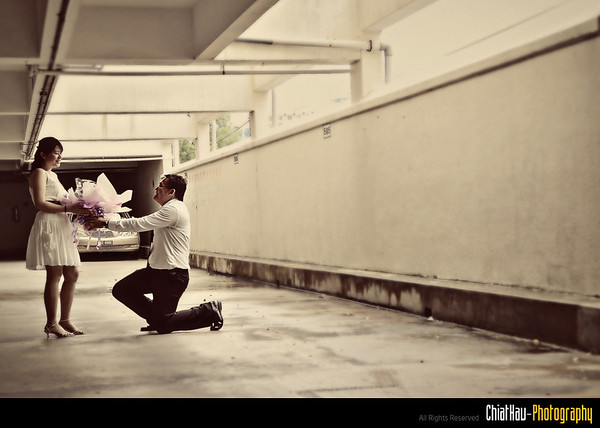 Decided to go into the car park of the Wisma, and get some action done. here is some sequence shot... here... Georgie purposing to Fang Ying. :)