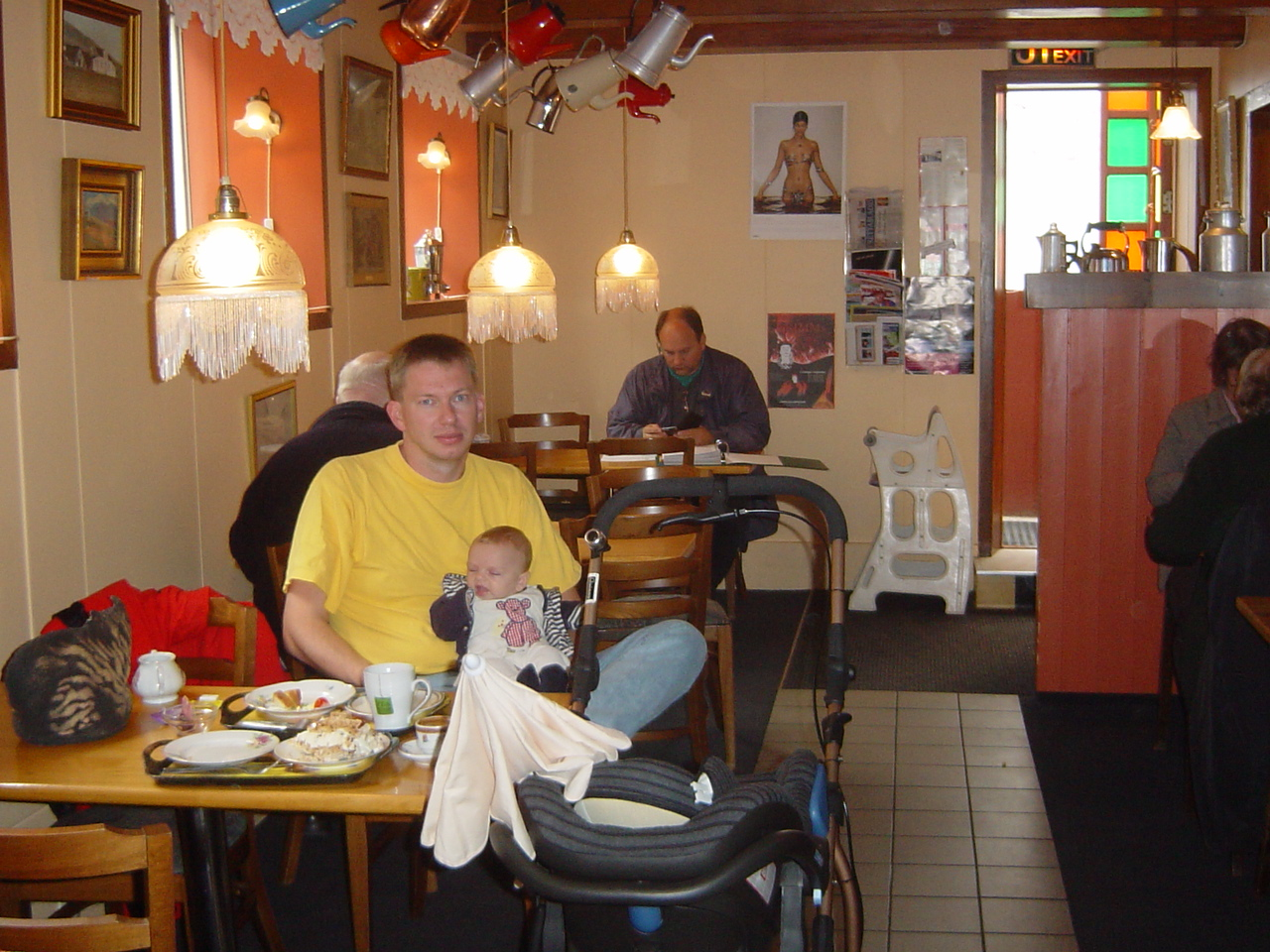 Stop for coffee and a sandwich. Especially for my brother: take a good ook at the calender on the wall in the back!