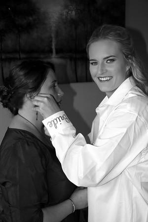 BRIDESMAIDS GETTING READY  KRALIKPHOTO  (54)