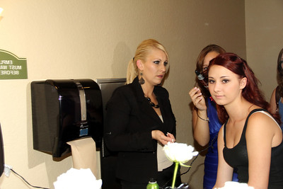 MADDIE GETTING READY WITH JEN  (12)