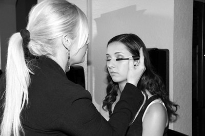 MADDIE GETTING READY WITH JEN  (2)