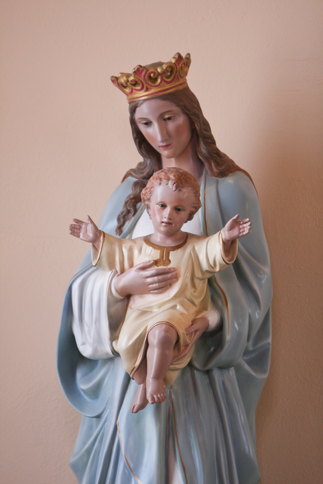 A statue of the Madonna