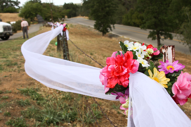 Bouquets and bows line the fences of the Skelton residence.