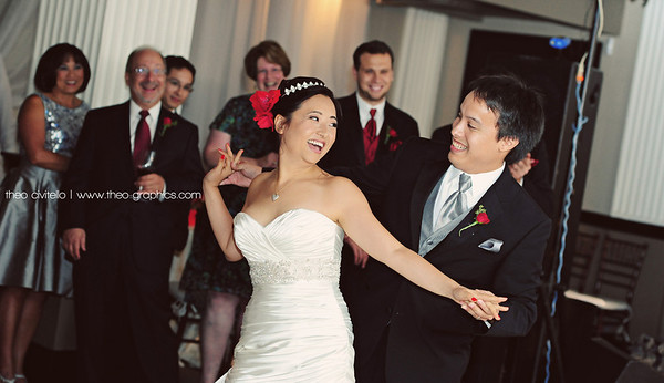 Bride and Groom's First Dance   www.theo-graphics.com  www.flickr.com/theo_c  www.facebook.com/theographics