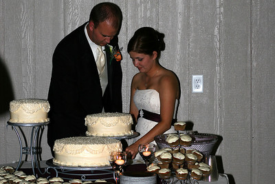 Awww, cutting the cake so nicely together