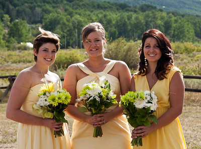 bridesmaids-yellow-dresses-2