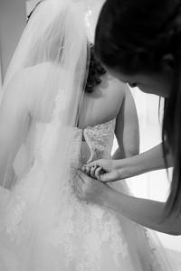 Katie&Tynan-BridePrep-045