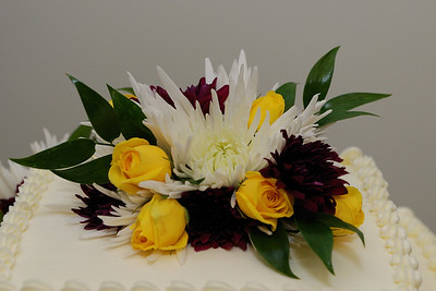 A close up of the cake flowers.