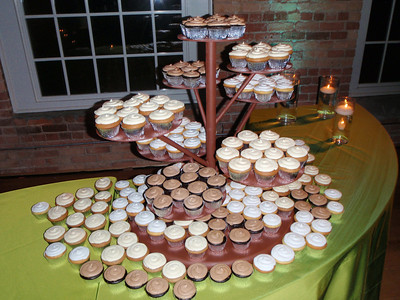Many flavors of cupcakes!