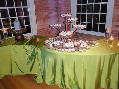 Cupcake table!