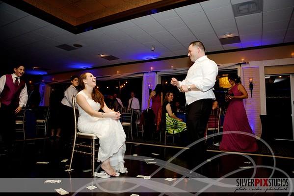 Dancing + Garder Toss: Tony + Lauren