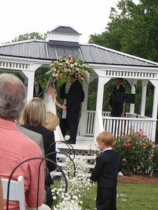 Lauren and Ian recite their vows in the gazebo.