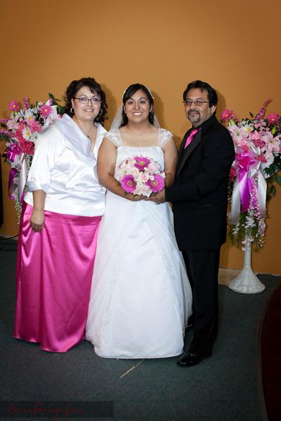 Linda_Ceremony__20090502_196