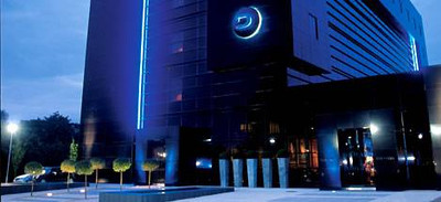 "Holiday Inn (was Dakota Hotel), Lake View Drive Annesley, Nottingham NG15 0EA 01623 727670 ‎ 7. Miles from Venue <a Href=""http://www.dakotanottingham.co.uk/""> Website</a>"