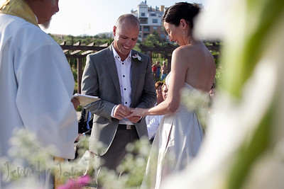 Overlooking the beaches of Almunecar, Joanne and James exchanged vows and their rings infront of family and friends. Celebrations were held in the Restaurante La Calabajo, Almunecar. A big thank you to Jennifer of Spanish Wedding Planner for organizing a fantastic day.