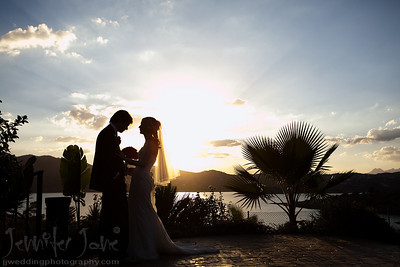 A beautiful summers day late in September took me to the stunning venue, Hotel Vinuela in Malaga for the wedding of Sorcha and Dairmuid. As they took their vows the most beautiful sunset was forming over the lake. With the darkness coming in quick there was just enough time to take a few photographs before the evening celebrations began. Many thanks to Joan of Spanish Wedding Planner for the planning of this wonderful day.