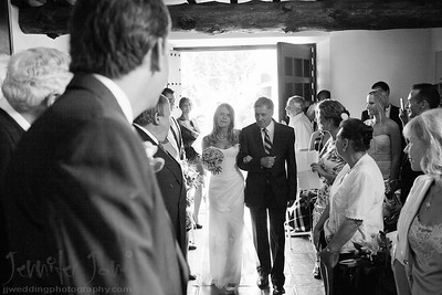 When I was asked to photograph the wedding of Valeria and Antonio I was delighted when I was told the venue was to be at the La Virgina Chapel. The chapel is one of my favourite Chapels, it is a hidden gem nestled in a small Pueblo blanco style villiage in Marbella. I was to cover the ceremony and a few informal photographs after the ceremony before Valeria and Antonio accompanied by their close friends and family enjoyed a celebratory dinner at the La Virigina restaurant. Thank you to Carla of Reviva-weddings for the organization of this beautiful intimate wedding.