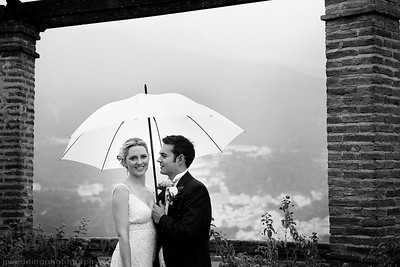 When I first visited Palacete de Cazulas, Otiva Spain while assisting Jeremy Standley I feel in love with this amazing venue. When I first met with Rachel and Chris I was so happy when they told me this was going to be where they were going to be holding their wedding. Although rain filled the skies the venue still looked stunning. After the ceremony, undeterred by the rain we took a walk around the gardens for some photographs. Rachel and Chris could not stop smiling all day, I don´t think they even really noticed the rain. A huge thank you to the bestman for his amazing organization skills and great thinking of bringing a supply of large umbrellas.