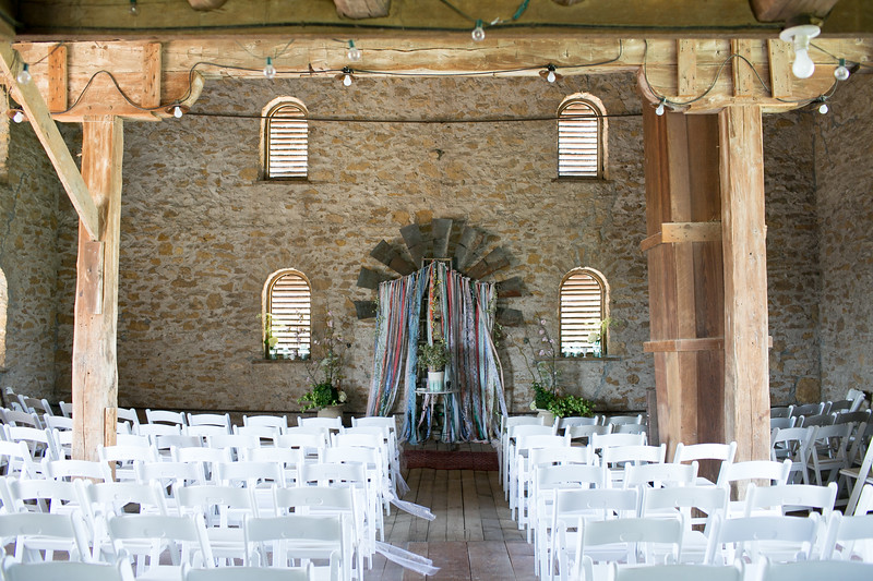 2014-HistoricTaylorBarn-Wedding-001