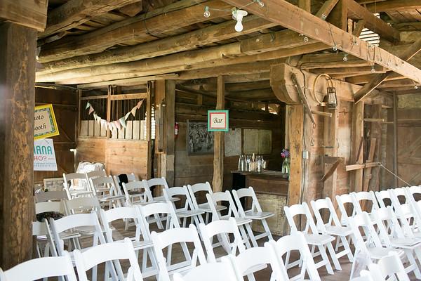 2014-HistoricTaylorBarn-Wedding-011