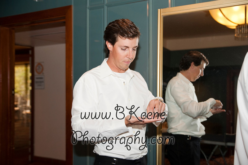 GettingReady_TomMegan_BKeenePhotography_026
