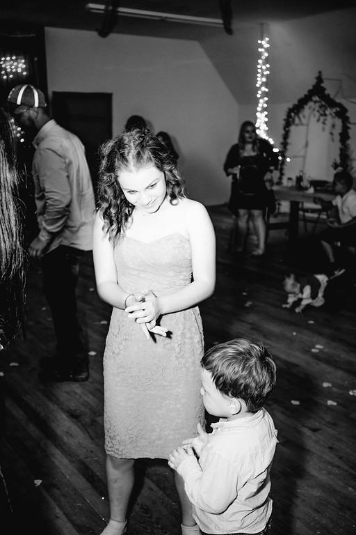 05586--©ADHPhotography2017--ClintBeguinShelbyCook--Wedding