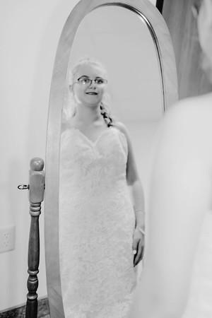 00208--©ADHPhotography2017--HeathBrownReneeFelber--Wedding